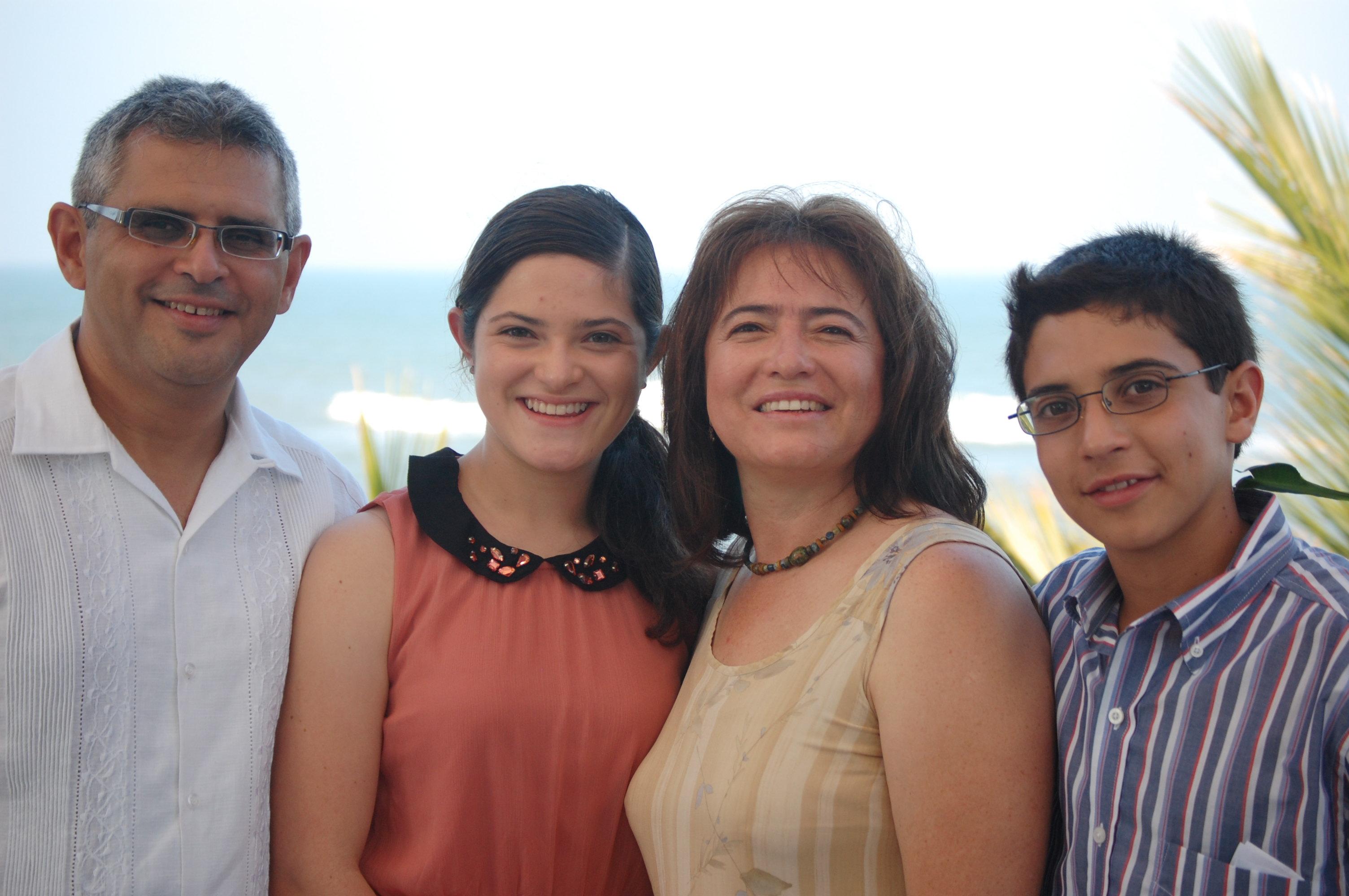Daniel, Daniela, Tere, Fernando